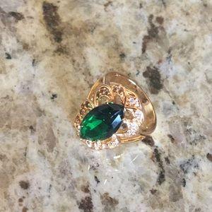 Jewelry - Green Fashion Ring Size 6